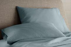 Ceniceros Pillow Case Size: Queen, Color: Green