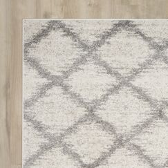 St. Ann Highlands Ivory/Silver Area Rug Rug Size: Rectangle 4' x 6'