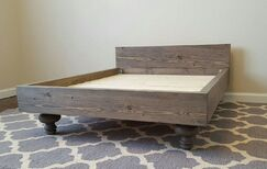 My Best Friend's Custom Solid Wood Pet Bed Size: Large (47 L x 35 W), Color: Red Mahogany, Design: Crown