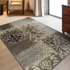 Maggie Ivory/Gray Area Rug Rug Size: 4' x 6'