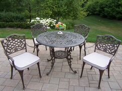 Mississipp Dining Set with Cushions