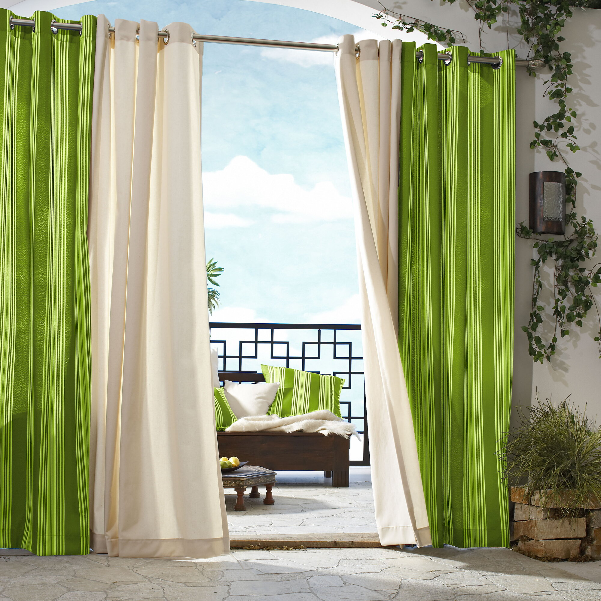 Outdoor curtain