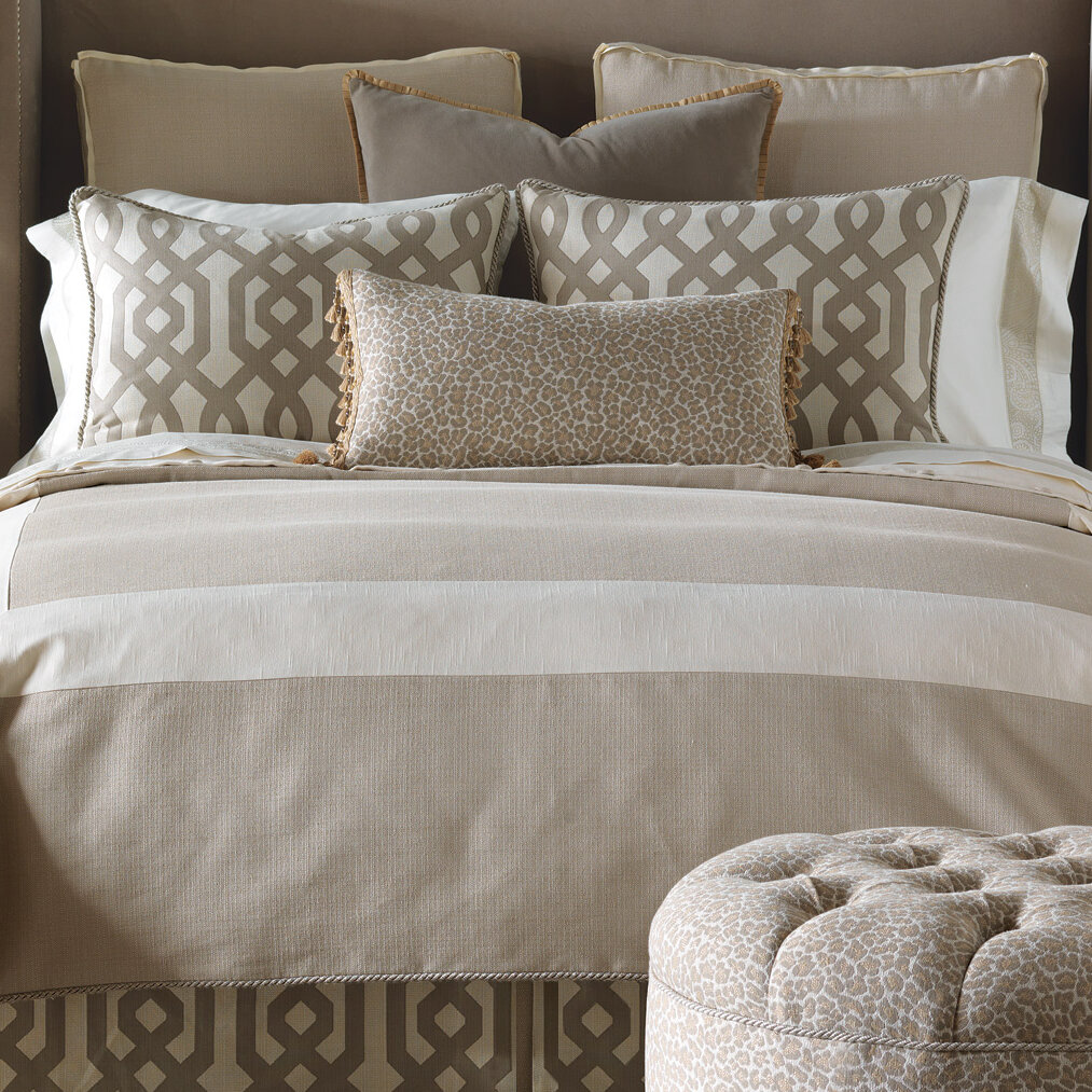 Eastern Accents Rayland Polyester Vivo Button-Tufted Comforter Size: King