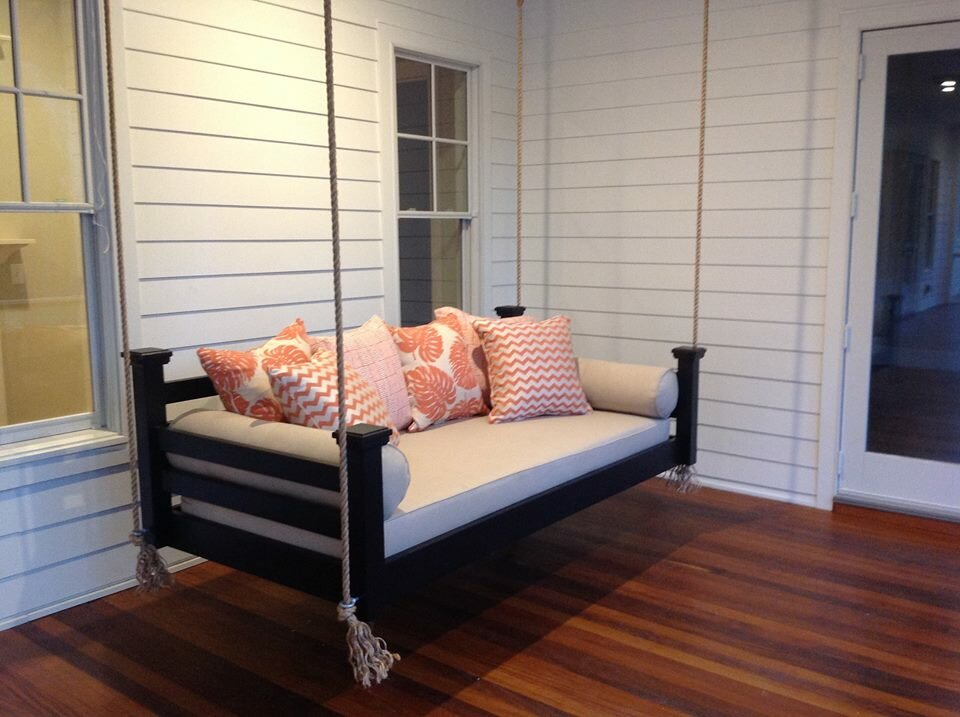 Custom Carolina The Elegant Charleston Porch Swing Size: Small Single, Finish: Black