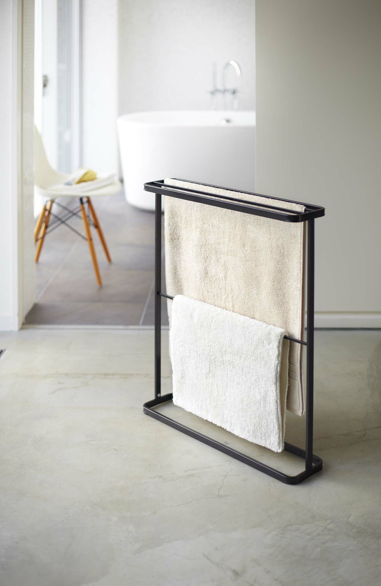 Yamazaki home tower free standing towel rack black for Free standing bar plans