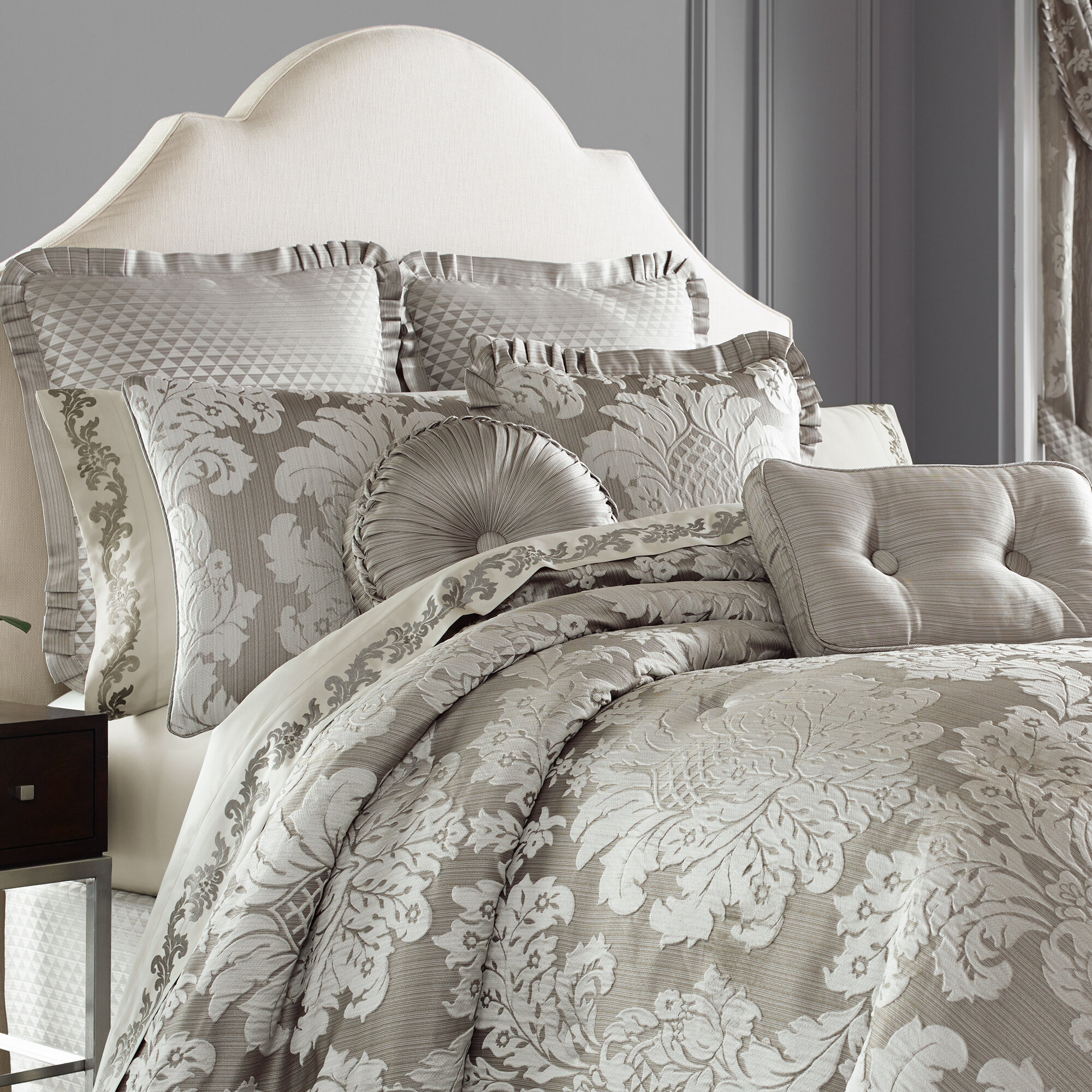 Five Queens Court Carly 4 Piece Comforter Set